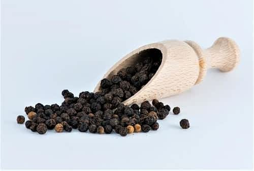 Is Black Pepper a Nootropic - Peppercorns in a Scooper